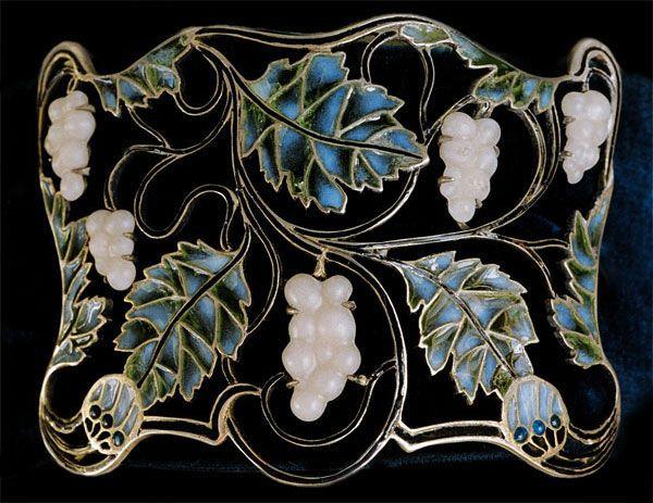 ART NOUVEAU. Plaque de cou. Silver & plique-a-jour enamel. French. Circa 1900