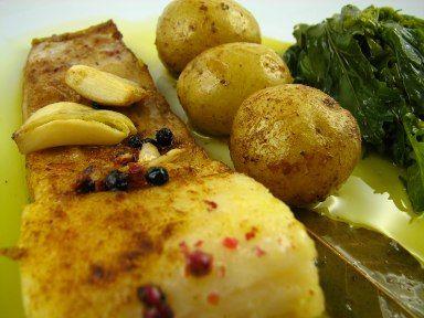 Bacalhau assado no forno com batatas