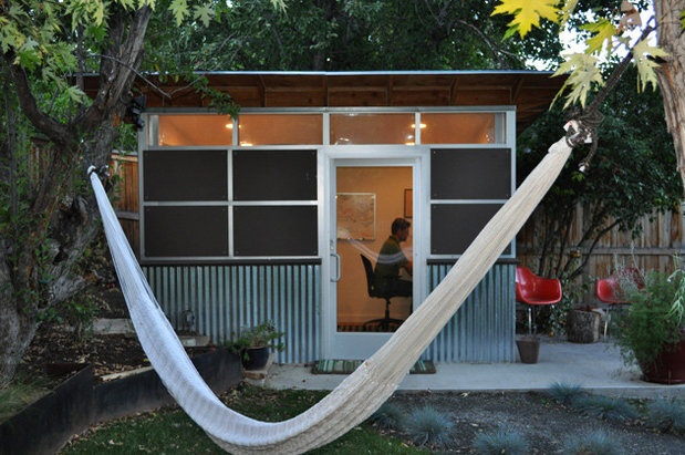 Tiny Backyard Office : Small prefabs as backyard offices