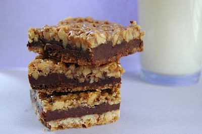 Walnut Chocolate Caramel Bars   COOKIES Square Bars   Pinterest