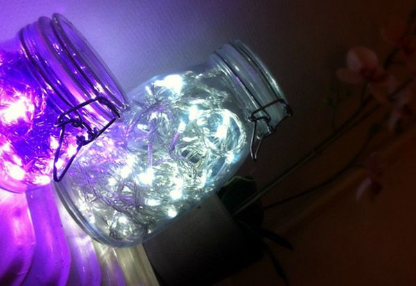 DIY Holiday Crafts Lighted Mason Jar using Christmas Lights. Throw a ...