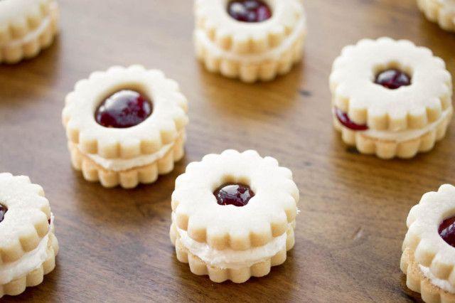 Raspberry Cream Shortbread Sandwich Cookies aka Jammie Dodgers...kinda