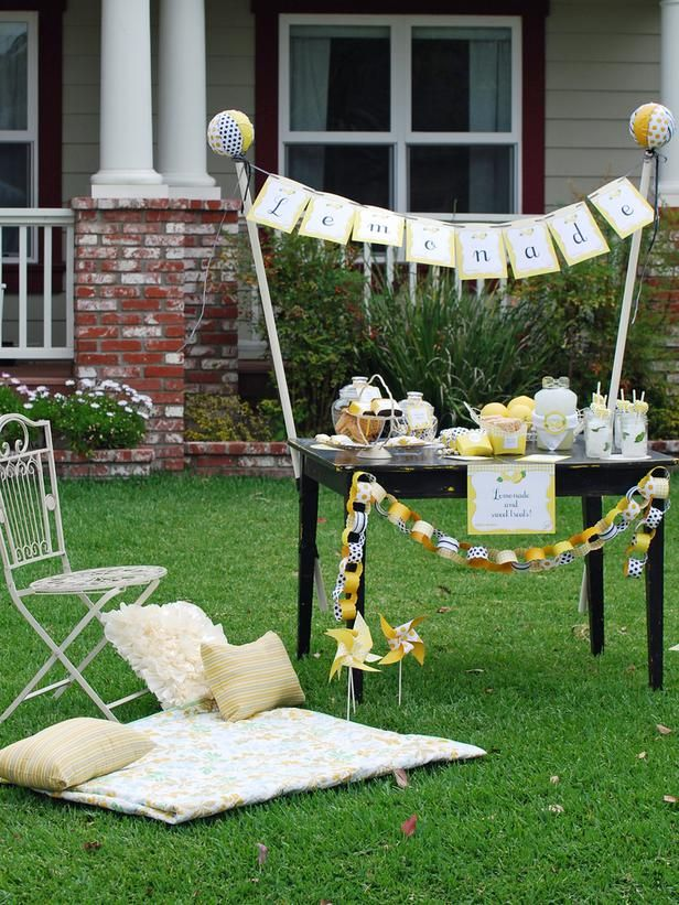 10 sizzling themes for an outdoor summer party for Outside decorations for summer