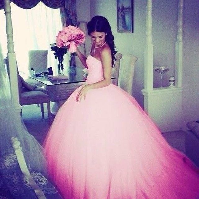 OMG! A pink wedding dress? LOVEEE!