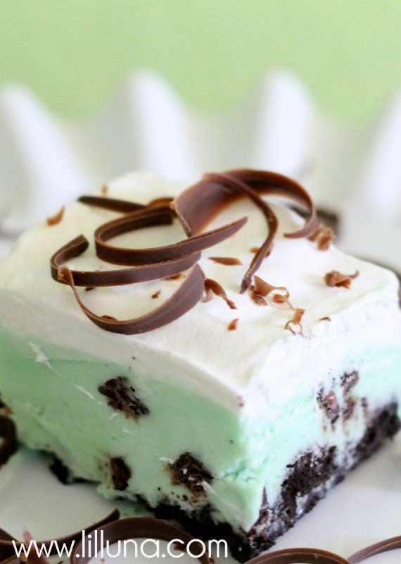 Frozen Grasshopper Squares. Chocolate, Mint, Ice Cream and Oreos. Yes ...