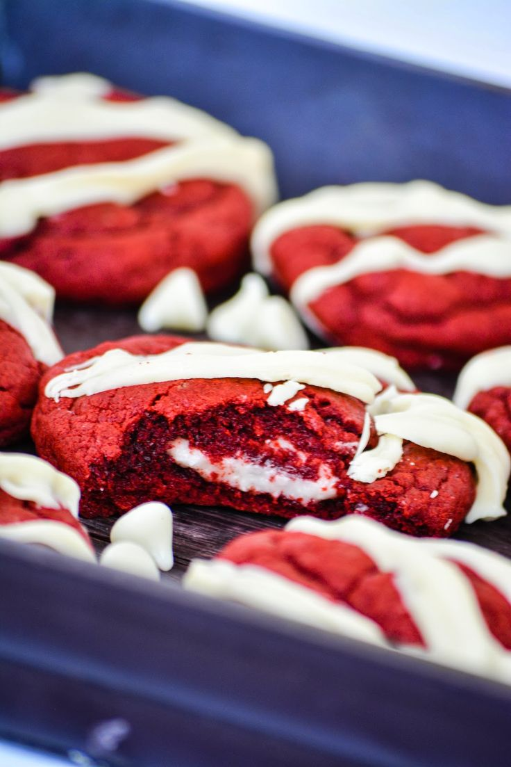 Red Velvet Cheesecake Cookies -- perfect for all those holiday parties ...