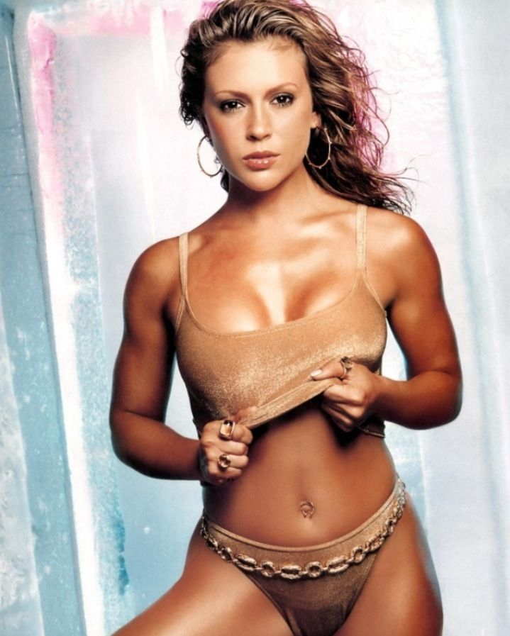 Alyssa Milano, hot in gold, tanned | One for the guys | Pinterest: pinterest.com/pin/342062534169687955