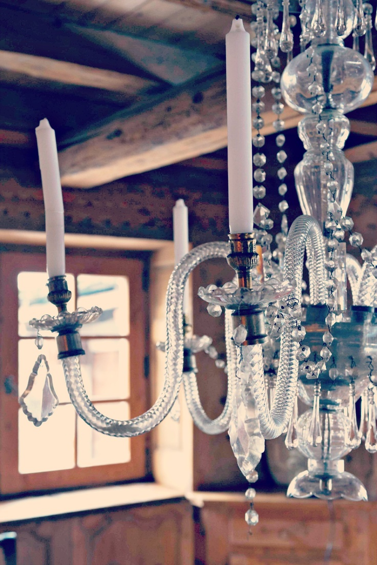 le chalet des fermes meg ve lustre en cristal dans la salle manger cristal chandelier in. Black Bedroom Furniture Sets. Home Design Ideas