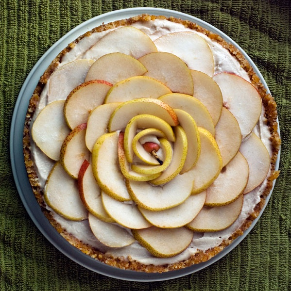raw vegan creamy pear tart with apricot almond lemon crust. i hope to ...