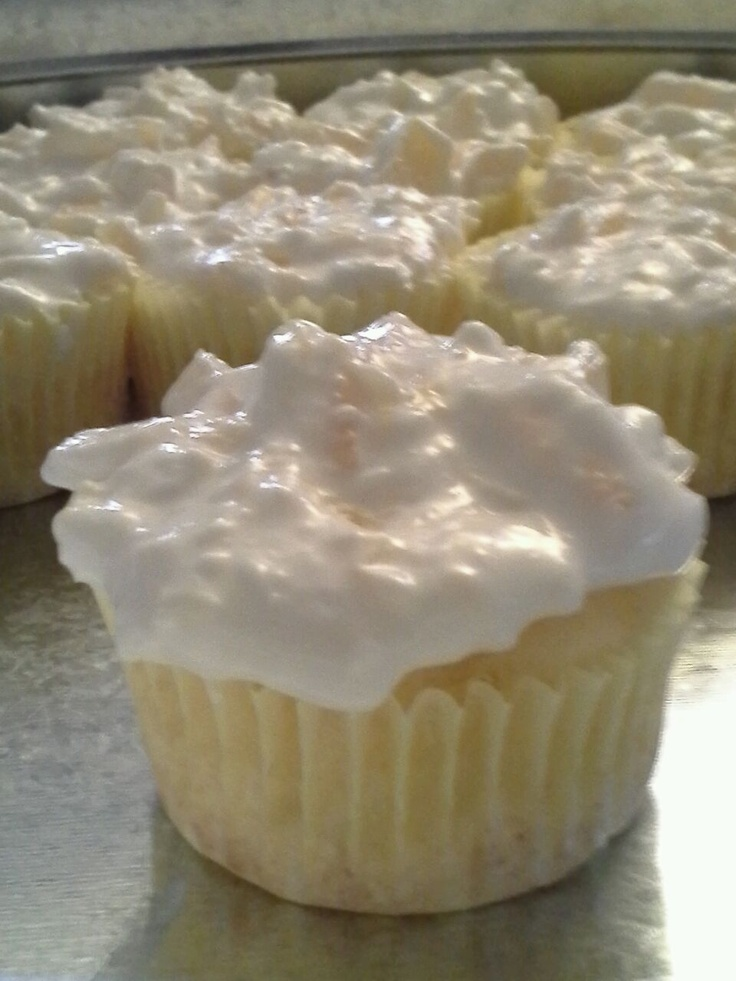 Pineapple Bliss Cupcakes - only 140 calories!