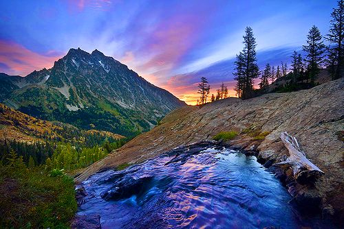 * A Colorful Mountains Stream View *