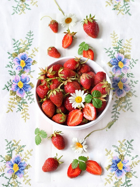 sommar, sommarblomster, midsommar, blomkrans, bind blomkrans, jordgubbar, smultron, hammock, hängmatta, volang, volang-linda, volang elle,