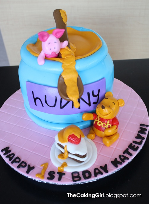 The Caking Girl: Fondant Decorating: Winnie The Pooh Cake, again!