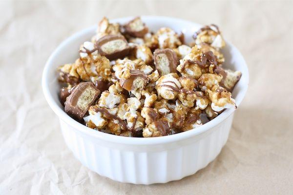 Twix Caramel Popcorn. (Besides the TWIX recipe you also get her ...