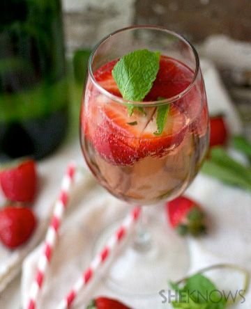 Champagne & Vodka Berry Cocktail #recipe | Cocktail O'Clock | Pintere...
