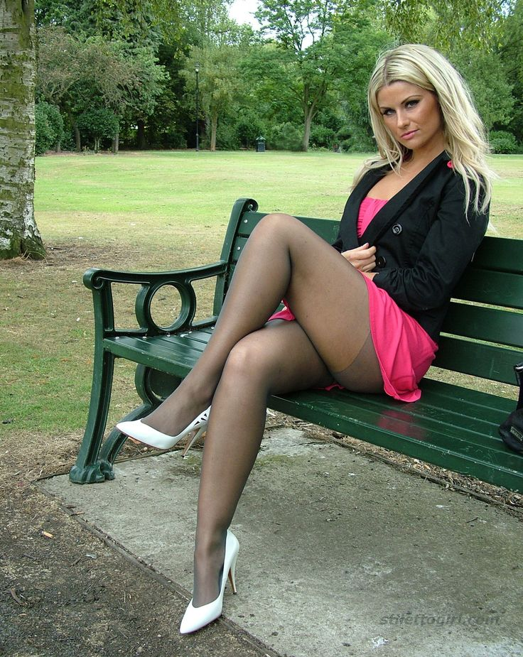 Fascinating milf beauty Ava Austin is spreading her sweet legs № 1012514 бесплатно