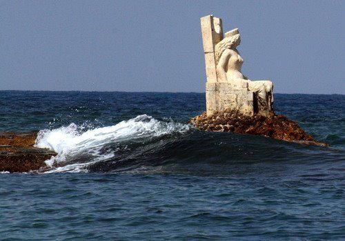 Zenobia statue in Lattakia , Syria