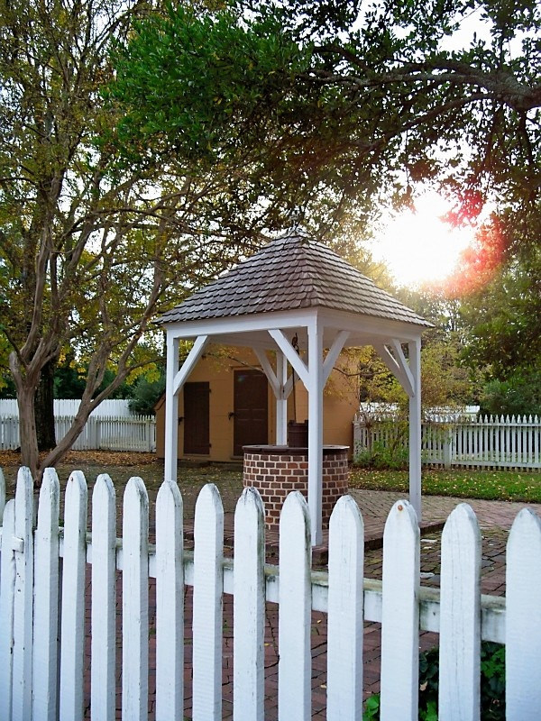 Pinterest pictures of colonial williamsburg interiors for Colonial fence designs