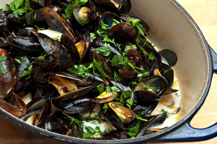 Mussels in a Creamy White Wine Broth with Garlic and Fennel Seed