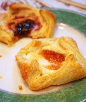 Easy Cream Cheese Danish. (Thanks to pepperidge farms puff pastry ...