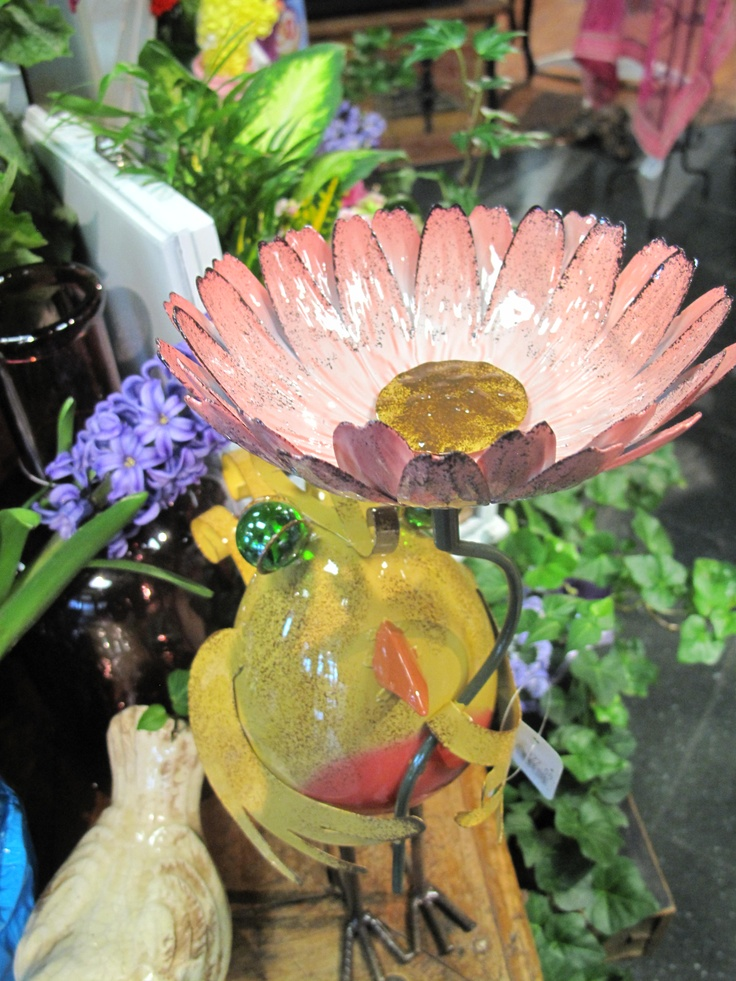 Unique garden decor yard art photograph unique metal garde for Unique yard decorations