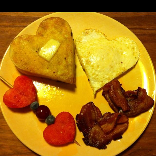 ... munchkins :) chocolate chip pancakes, fried egg, bacon and fruit kabob