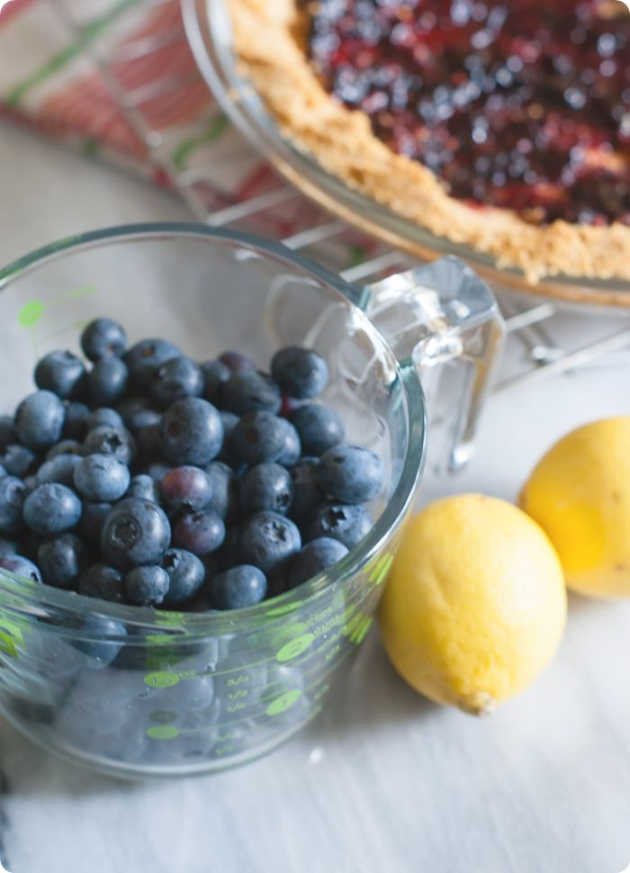 easy blueberry cream pie with a no-bake filling from @bakeat350