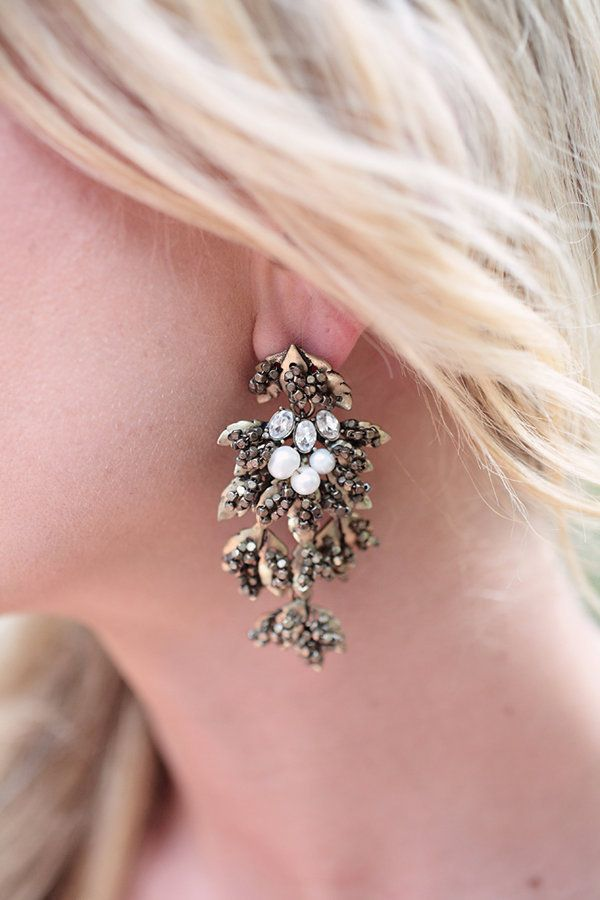Love the look of these earrings! Photography by kristinvining.com