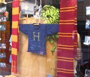 Knitting Pattern For Weasley Sweater : Weasley sweater...free pattern for Mrs. Weasleys famous ...