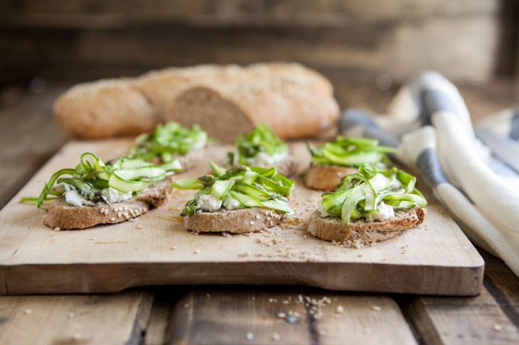 Shaved Asparagus and Goat Cheese Crostini Recipe