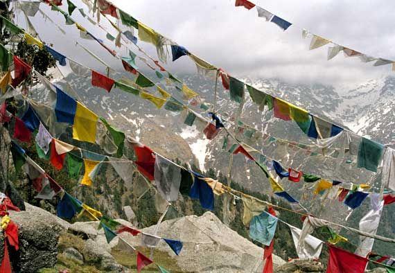 tibetan prayer flags auspicious days