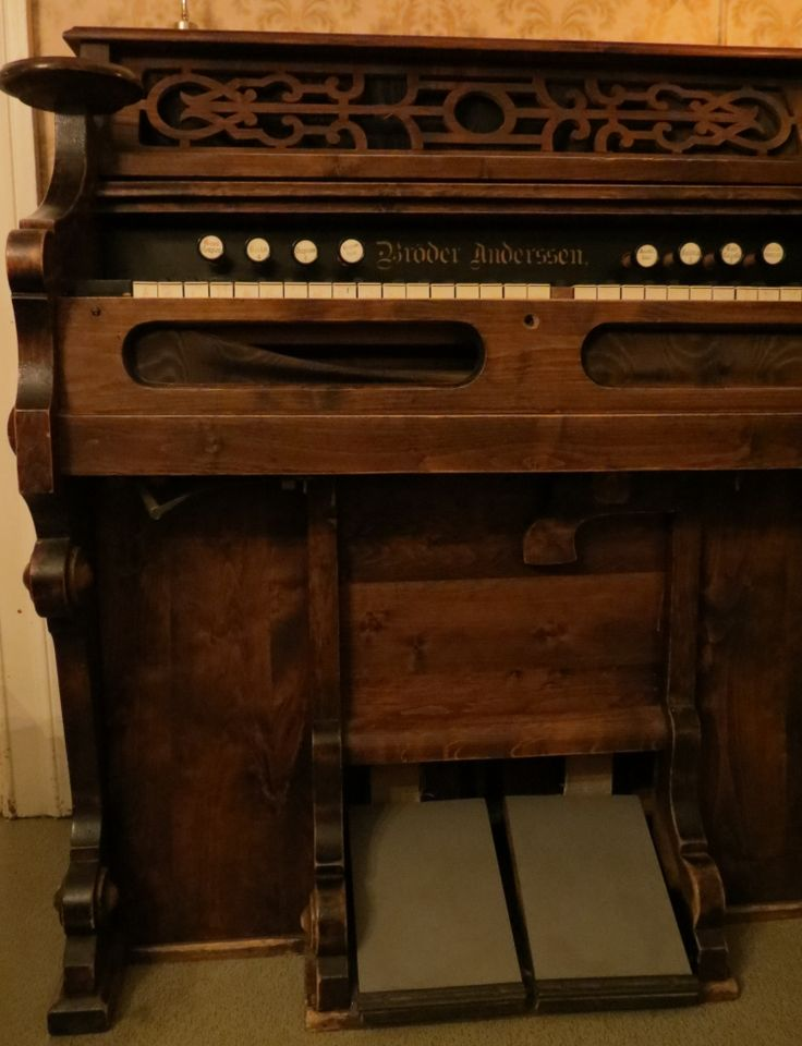 An old pump organ we have at home for Classic house organ sound