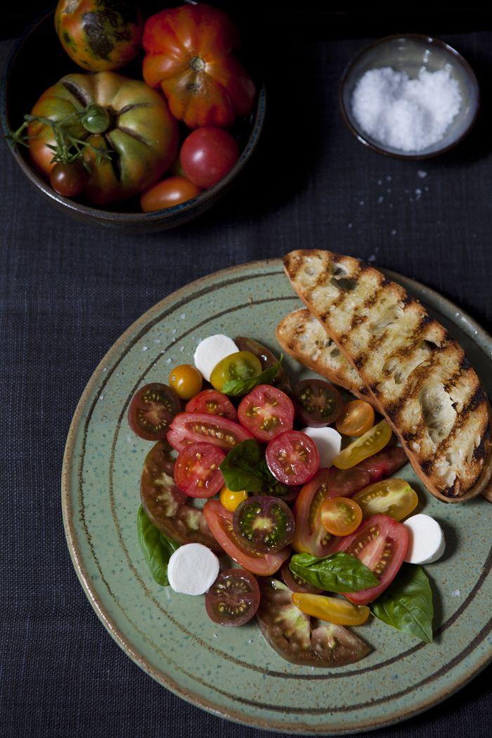 Heirloom tomato caprese salad via La Buena Vida