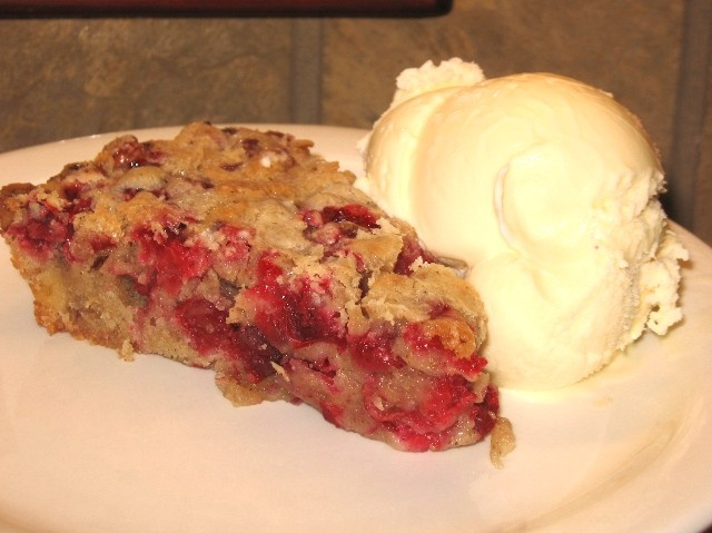 Coleen's Recipes: CRUSTLESS CRANBERRY-WALNUT PIE