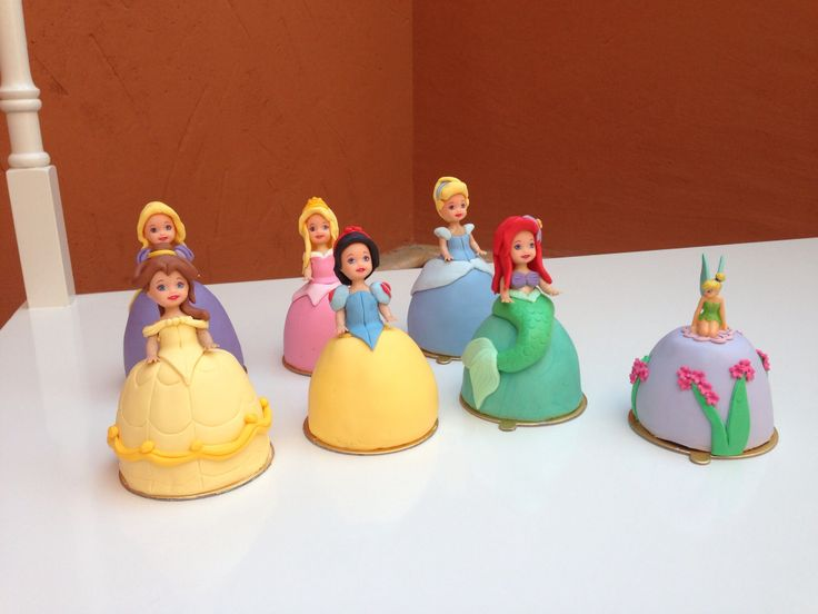 Disney princesses mini cakes