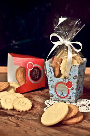 TeaRoom: Homemade cookies box (Hungarian sign)