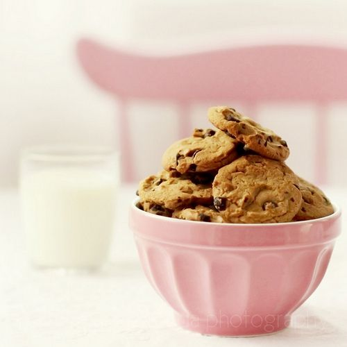 pink. chocolate chip cookies. | pink | Pinterest