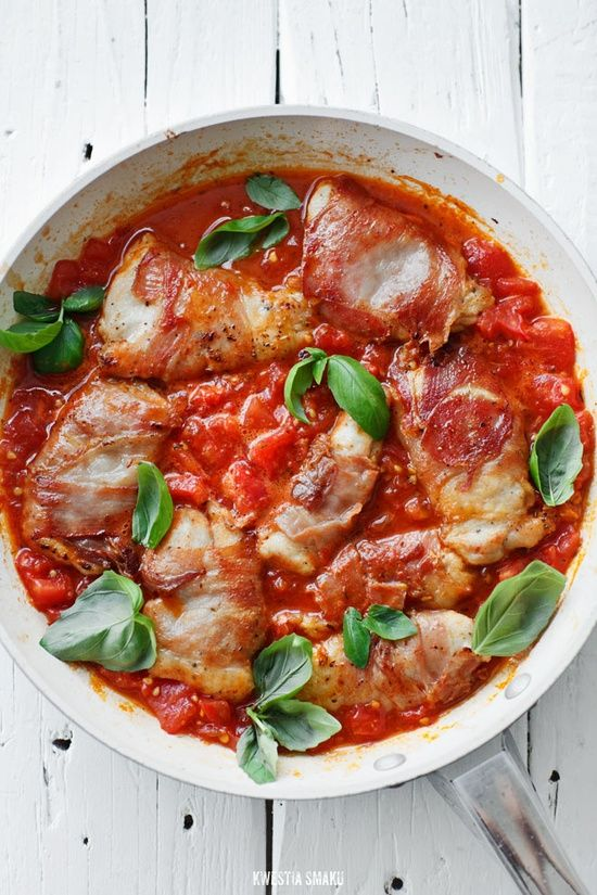 Prosciutto wrapped chicken breast in saut&ed tomatoes sauce
