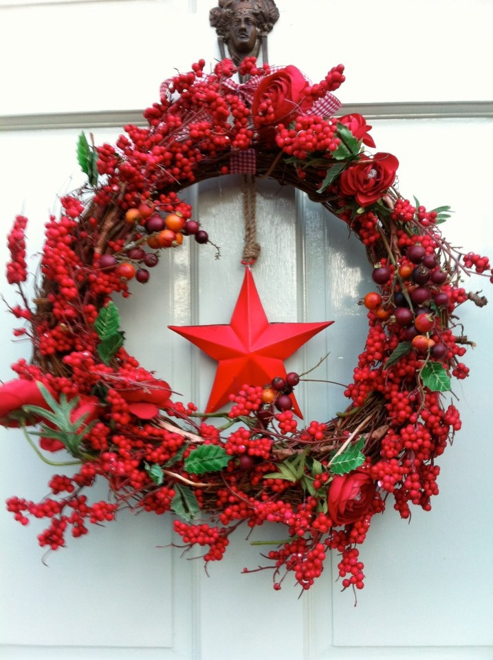 Door in Pale Powder red wreath