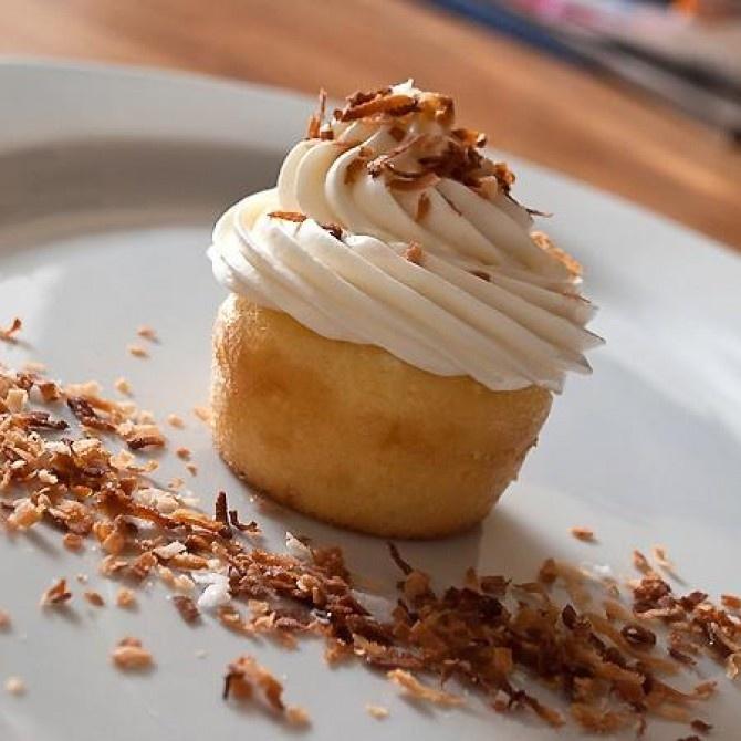 Pineapple Cupcake | creative cakes/cupcakes | Pinterest