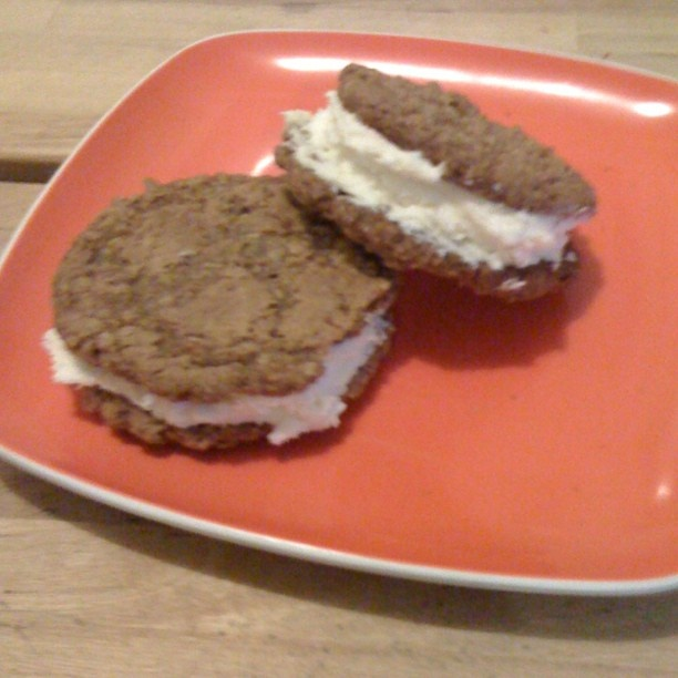 Oatmeal Sandwich Cookies with Vanilla Butter Cream Cheese Filling