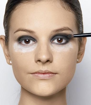 Como esfumar os olhos sem borrões