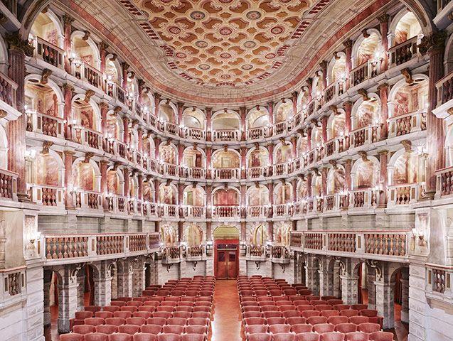 Italian Theatres, Candida Hofer  Teatro Scientifico Bibience Mantova