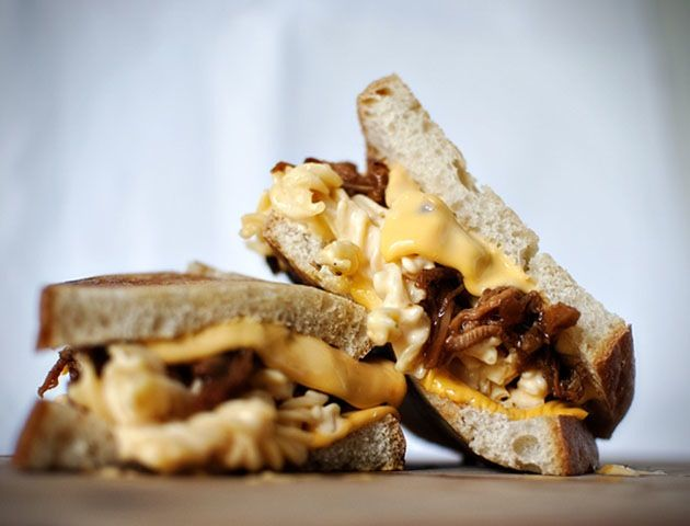 Grilled Mac And Cheese Pulled Pork Sandwich