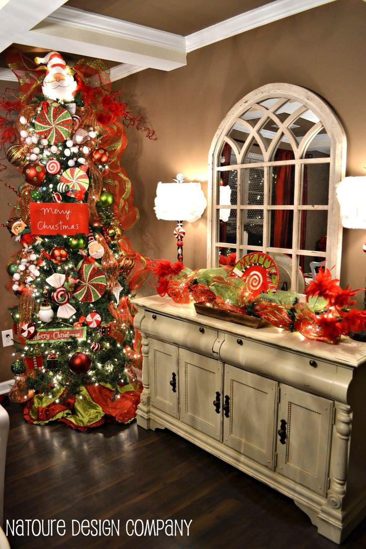 Christmas dining room christmas decor pinterest for Dining room xmas decorations