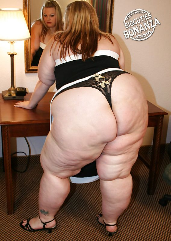desi girl showing nude buttack