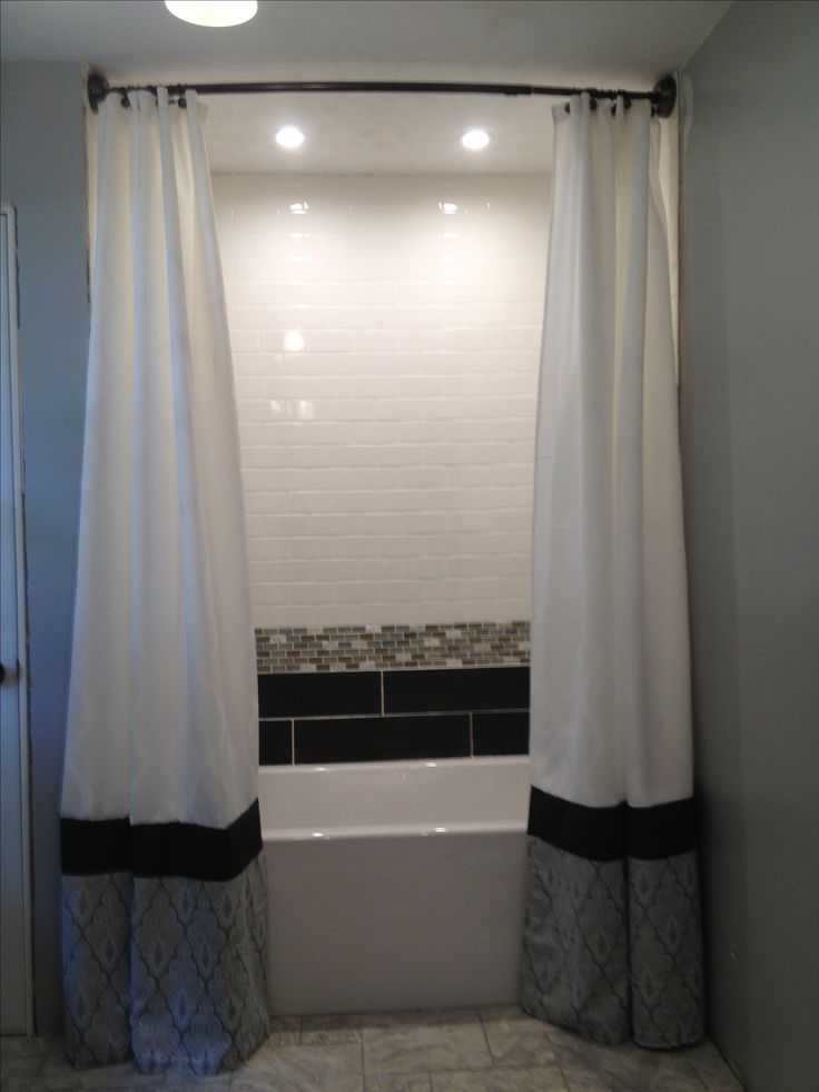 Floor to ceiling shower curtains por mi casa pinterest for Bathroom 9 foot ceiling