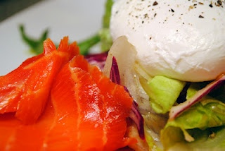 Smoked Salmon Salad w/ Poached Eggs | Healthy Noms | Pinterest