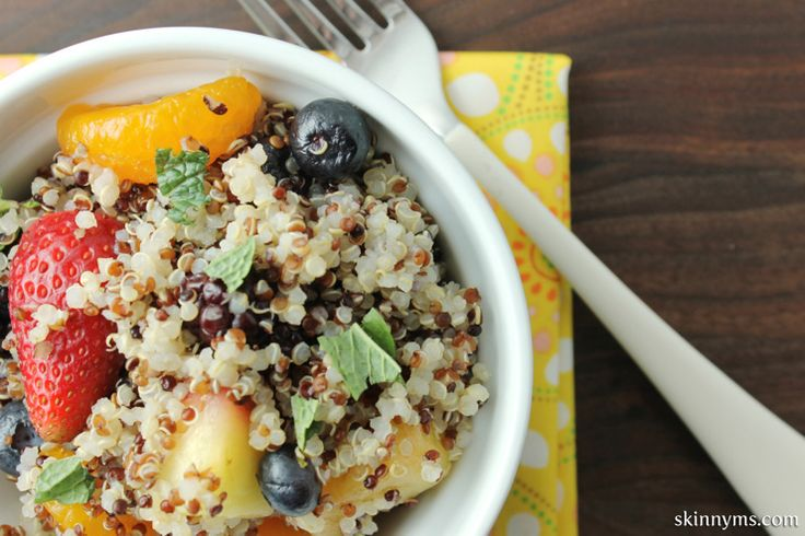 Quinoa Fruit Salad with Honey Lime Vinaigrette #quinoa #fruitsalad