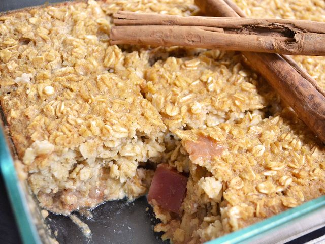 Apple Pie Baked Oatmeal - this is beyond delicious!! Perfect for ...